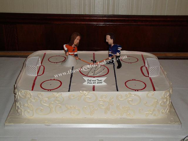 hockey themed wedding cakes hockey wedding cake the and groom were 15261