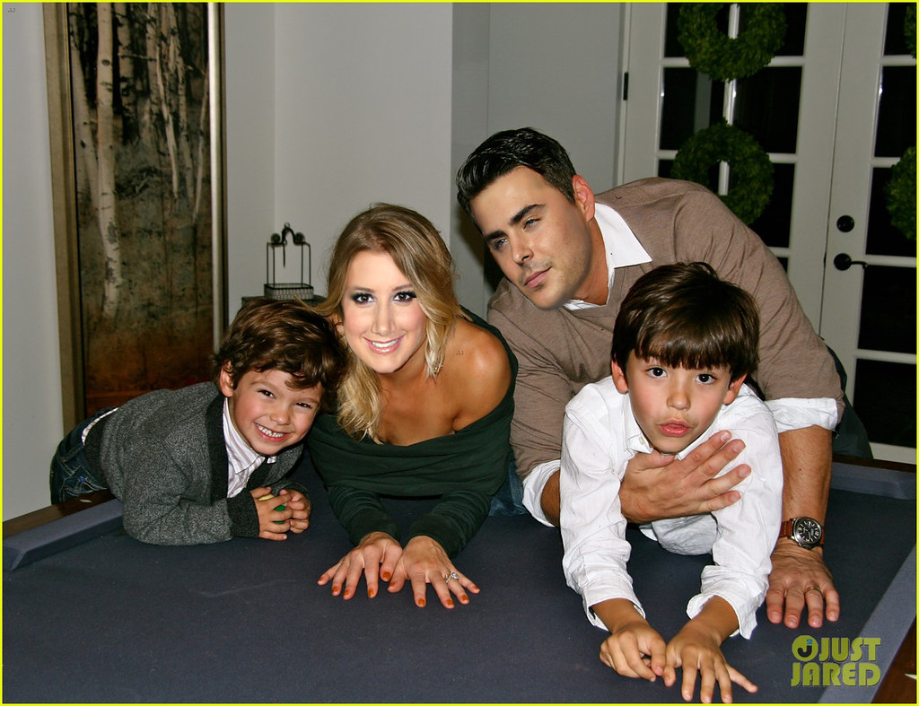 zac efron and ashley tisdale family moment lina flickr