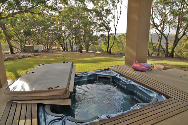Adelaide Hills Spa Retreat