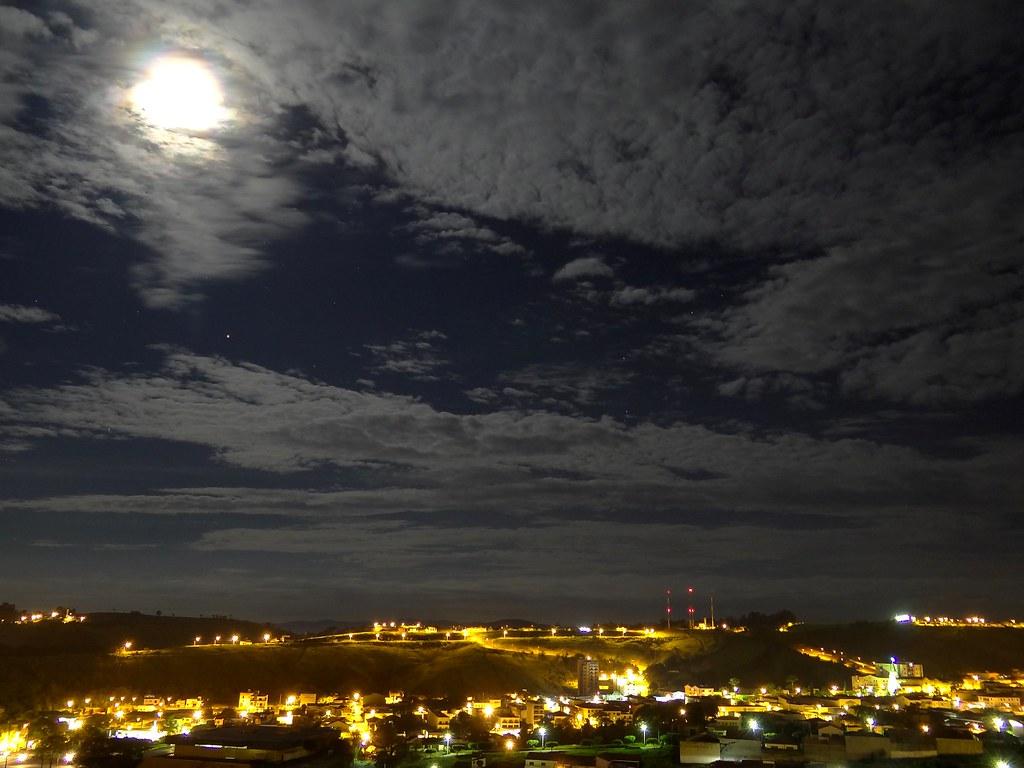 C 233 U Noturno Sobre A Cidade Matheus Pratta Flickr