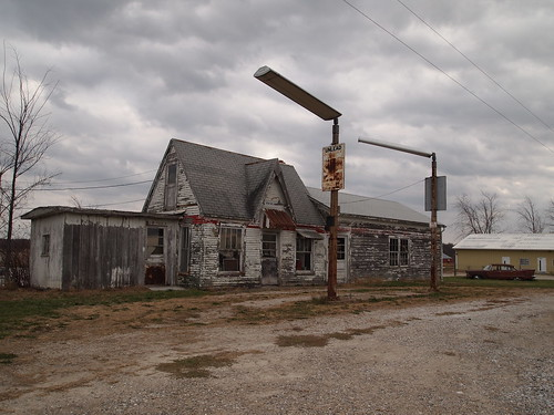 Abandoned Former Gas Station along MO-15 near Mexico, Missouri_PB192357 | by Wampa-One