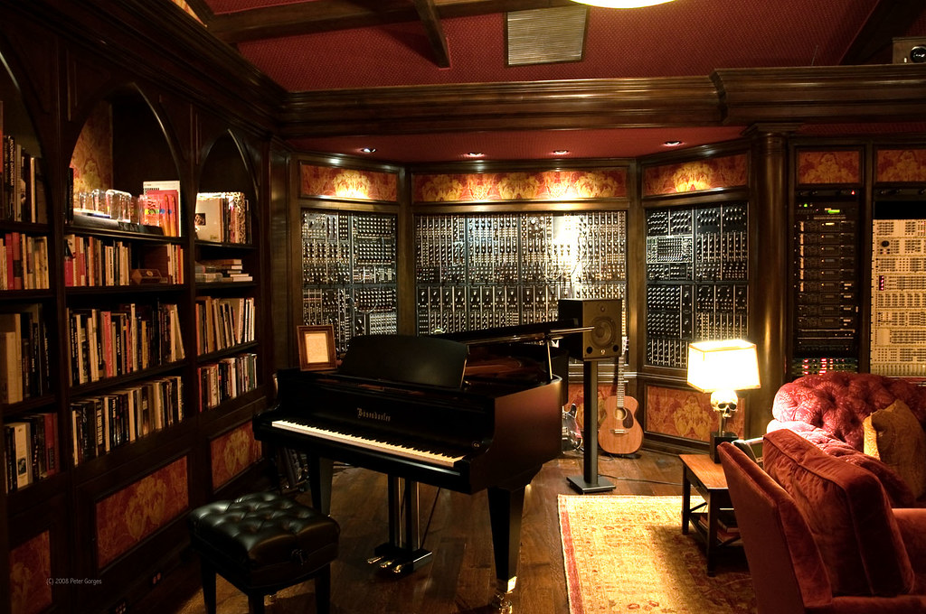 Hans zimmer 39 s studio i just found this photo i took for Hans zimmer house