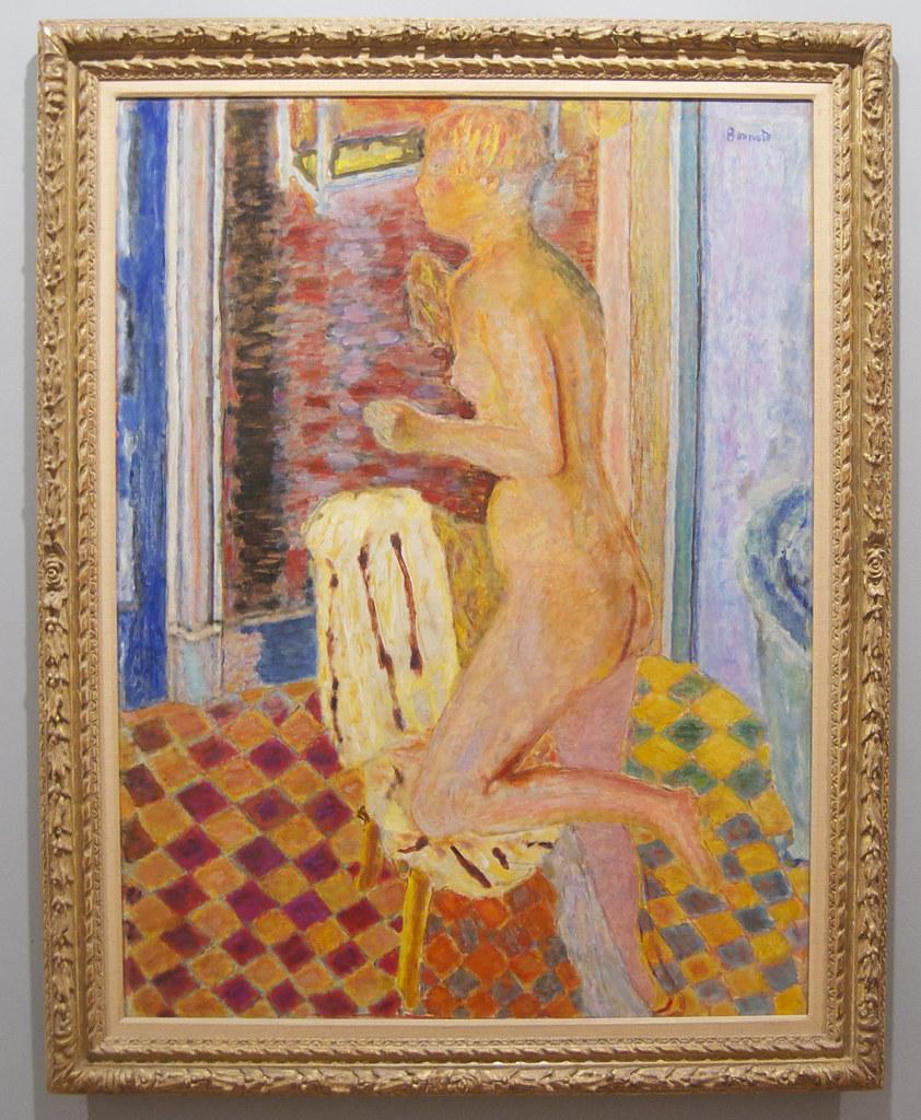 Desnudo con silla photo
