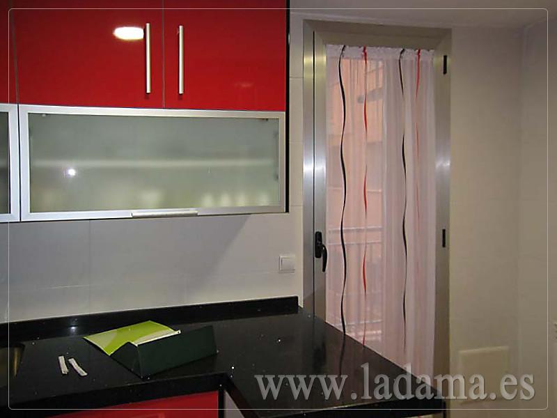 Visillo para puerta cocina rojo y negro visita nuestra for Visillos de cocina