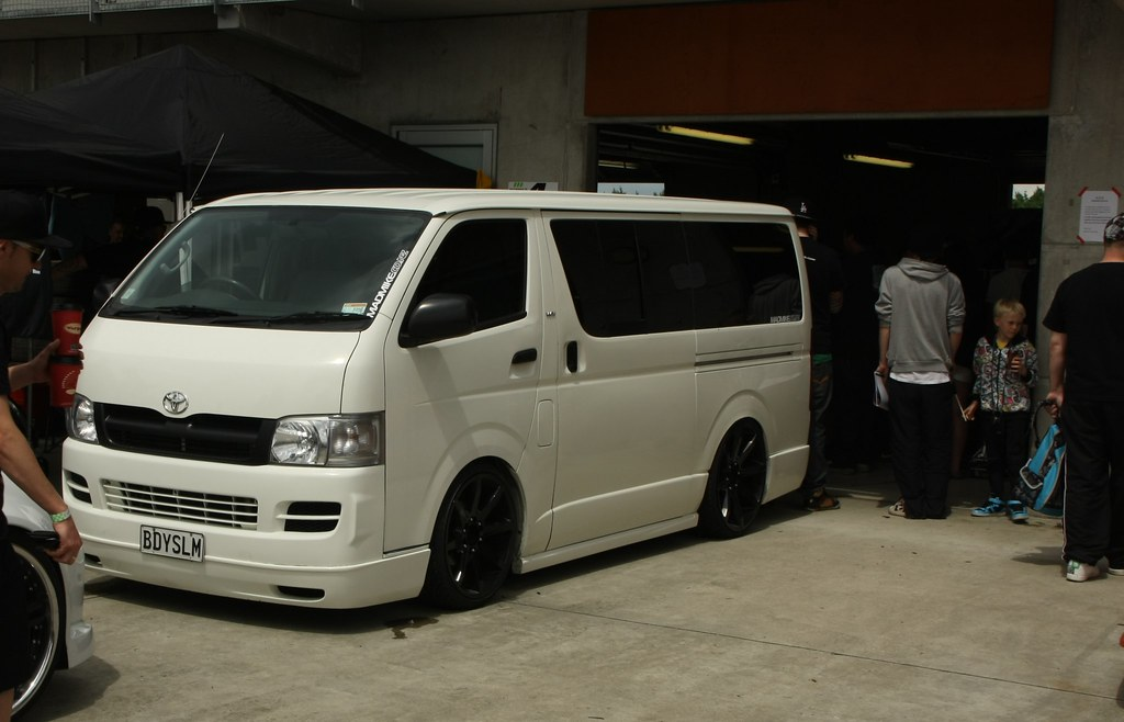 Slammed Toyota Hiace Round 1 D1nz 29th October 2011 At