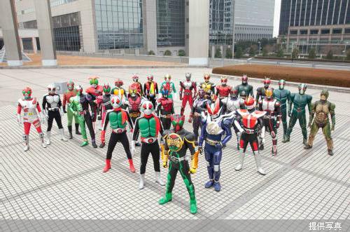 111205(2) -「假面騎士40人」對抗「超級戰隊119人」特攝鉅片《超級英雄大戰》將在2012年日本黃金週上映!