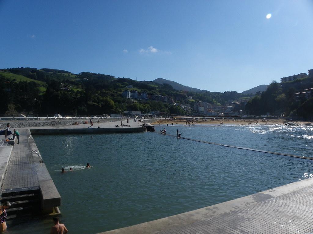 Piscina y playa de mutriku piscina mareal de mutriku y - Piscina de playa ...