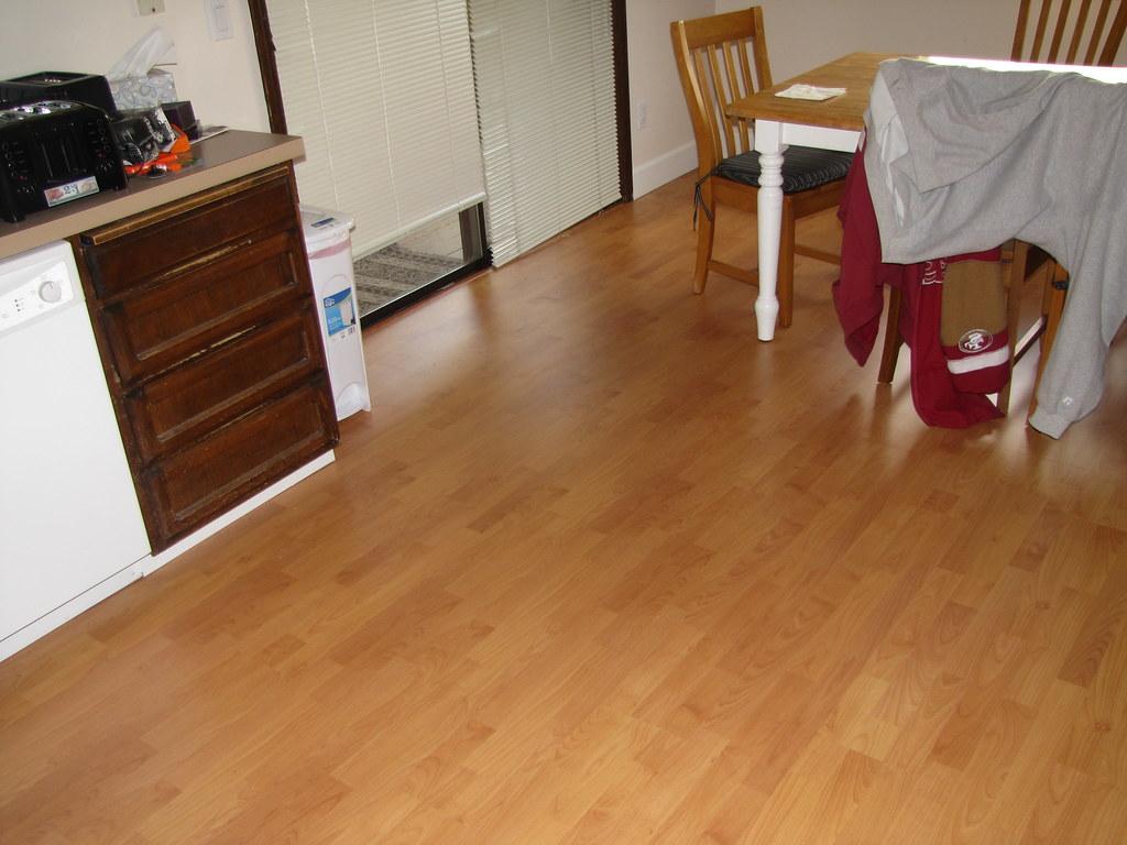 Genva loc laminate strauss cherry simplefloors flickr for Loc laminate flooring