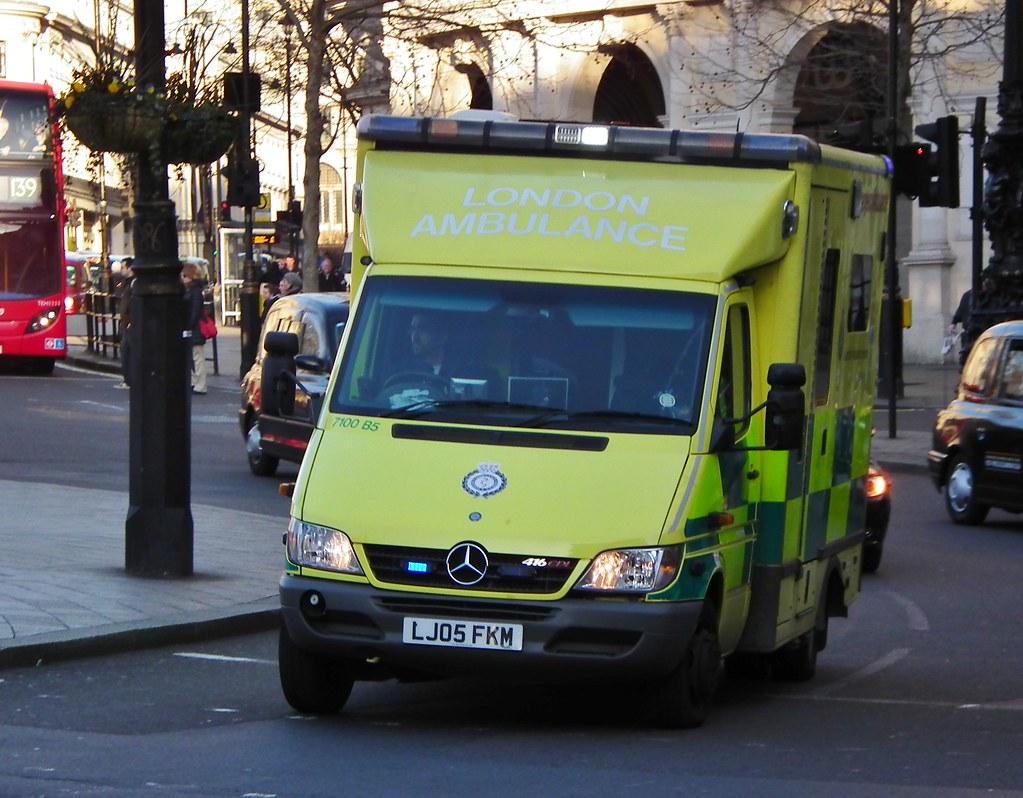 Las 7100 b5 london ambulance service 7100 b5 2005 for Mercedes benz b5 service