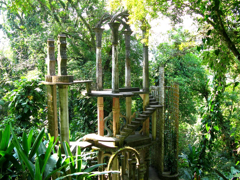 Las pozas xilitla mexico las pozas is a surrealist for Caracol de jardin que come