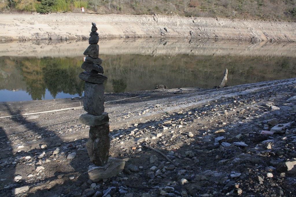 Le cairn du liseron gorges de la loire 5 le sol est gel fran ois arnal flickr - Comment eradiquer le liseron ...