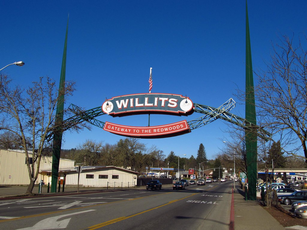 Willits California The Willits Arch Straddling Us 101