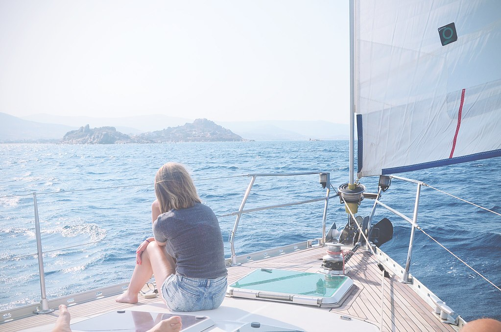 Sailing around the Cyclades islands, Greece | via It's Travel O'Clock