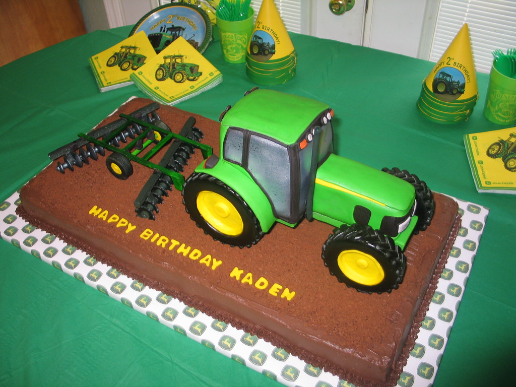 Make D Tractor Cake