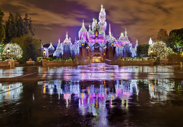 Top Sleeping Beauty Castle Disneyland at Christmas 500 x 348 · 167 kB · jpeg