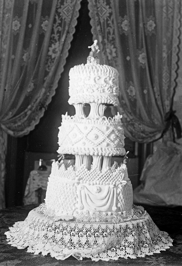 Vintage Style Cake Designs