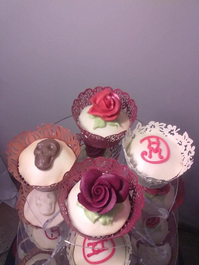 Cupcakes Mit Totenkopfen Ute Kosmell Flickr