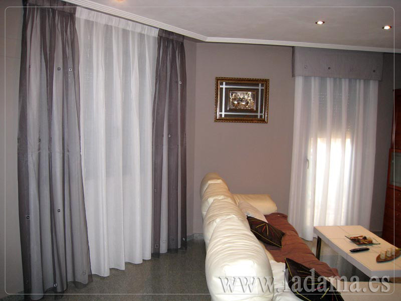 Decoraci n para salones cl sicos cortinas con dobles cort for Precios de cortinas de salon