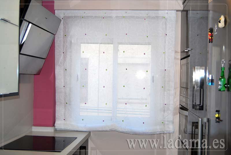 Cortinas para cocina visillos y estores con tejidos color for Estores para cocina