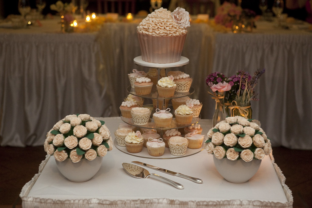 giant food wedding cakes soft cupcake wedding this was gorgeous 14692