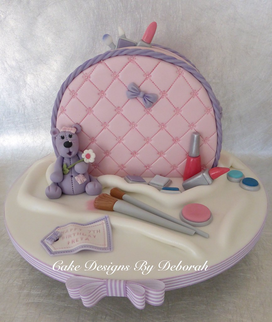 Cake Design For 7th Birthday Girl : Make up Bag 7th Birthday cake, the little girl was ...