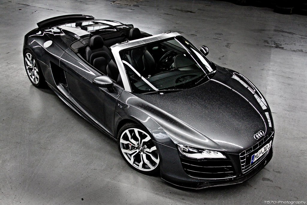 Audi R8 V10 Spyder Flickers Merry Christmas Theo
