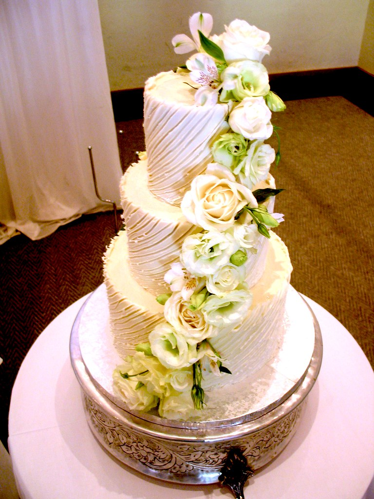 how much for a 3 tier wedding cake uk 3 tier chocolate wedding cake iced in white 15473
