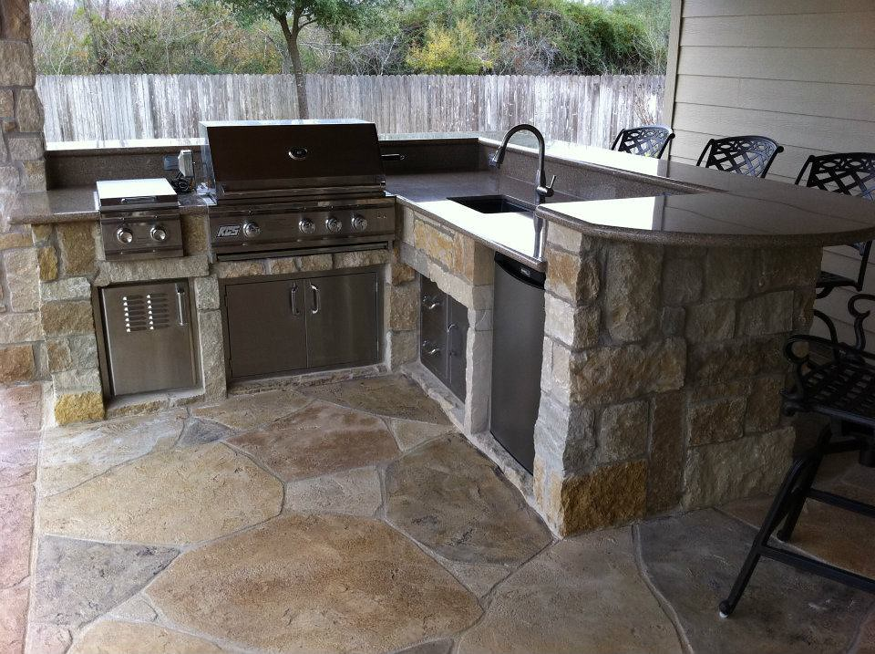 Building Outdoor Kitchen Out Of Wood