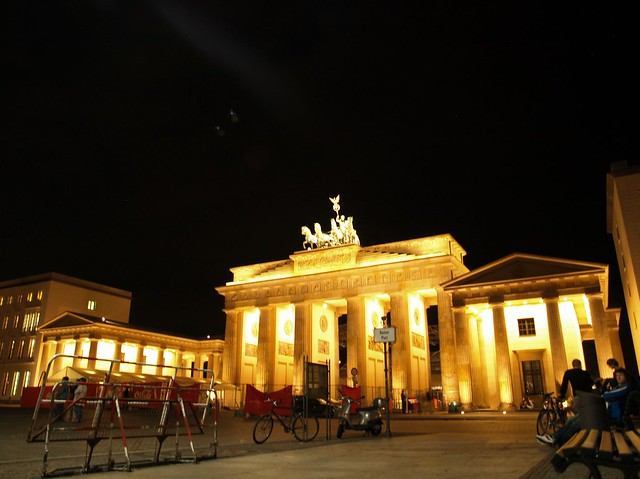 brandenburg gate at night - photo #13