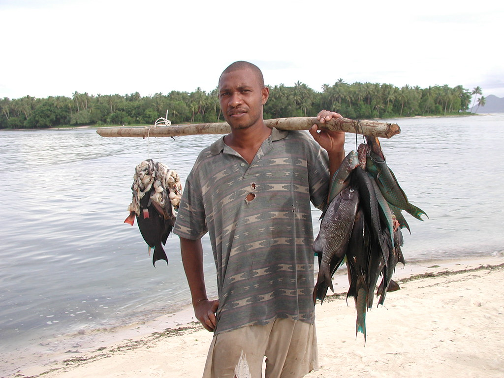 Spear fisherman with fish 1 mota lava ron savage flickr for Sierra fish in english