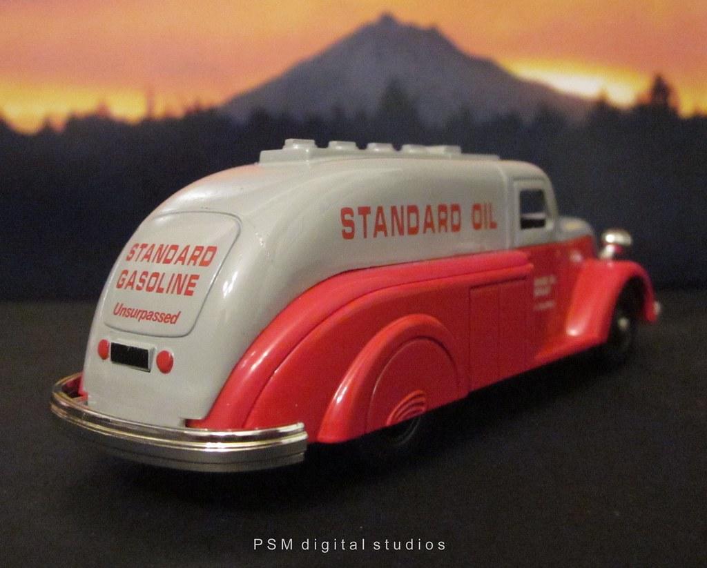 Lledo Die Cast Chevron Commemorative Model Set Streamlin