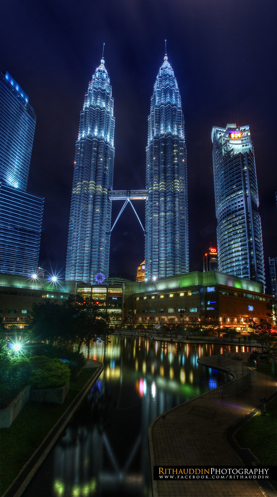 The Petronas Twin Towers Amp Klcc Park Year Built 1998