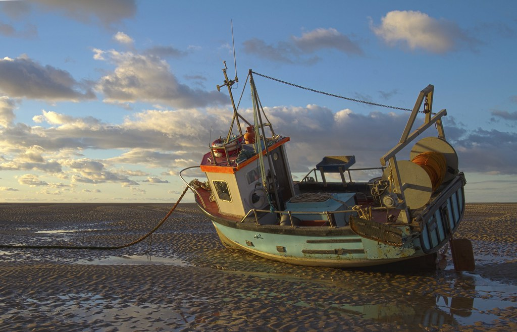 Fishing boat fishing boat on meols shore at low tide for Free fishing boats