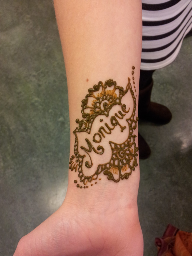 Mehndi Name Hand Name Picture : Names in henna very popular amongst teenage girls