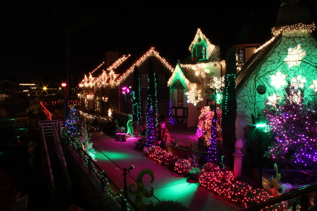 Waterfront Homes With Christmas Lights And Decorations Na