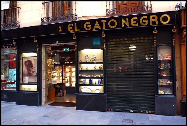 Tienda de el gato negro calle de la sal madrid flickr - El gato negro decoracion ...