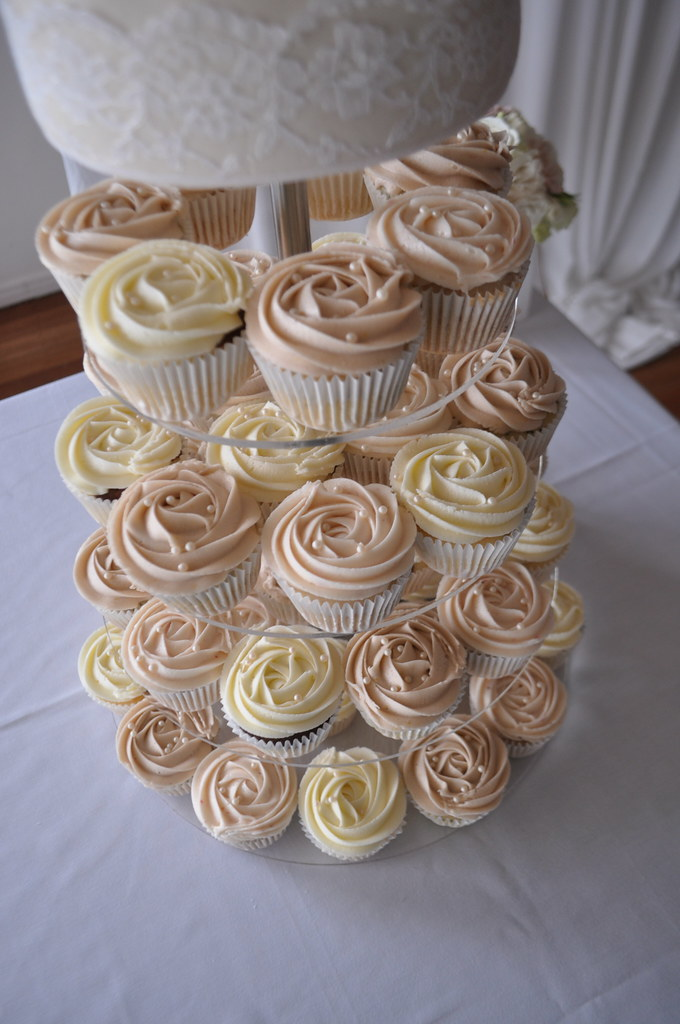 Vintage Wedding Cupcakes A Mix Of Orange Poppyseed Choc