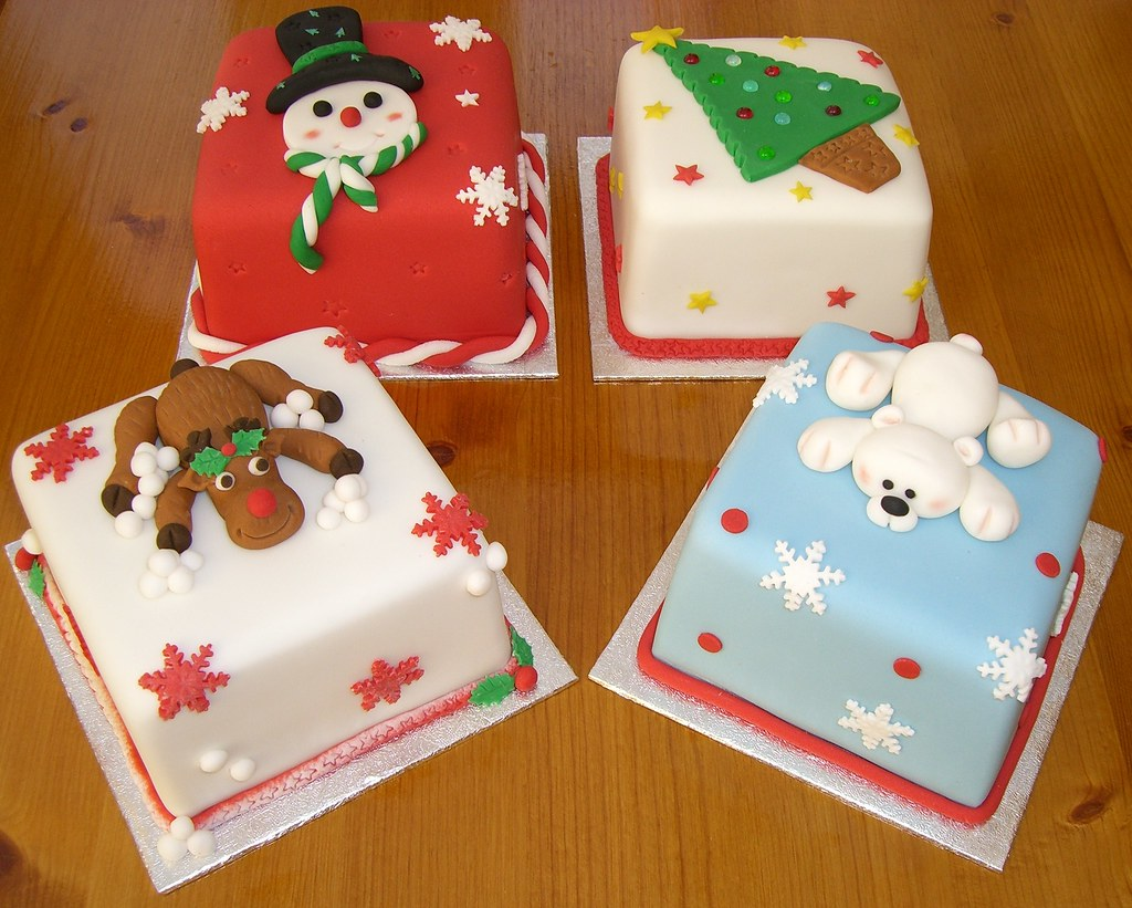 Square Xmas Cake Designs : Miniature Christmas Cakes 4