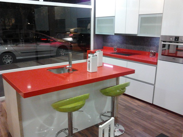 Red cocina in marbella looks very different by hannu for Cocinas marbella