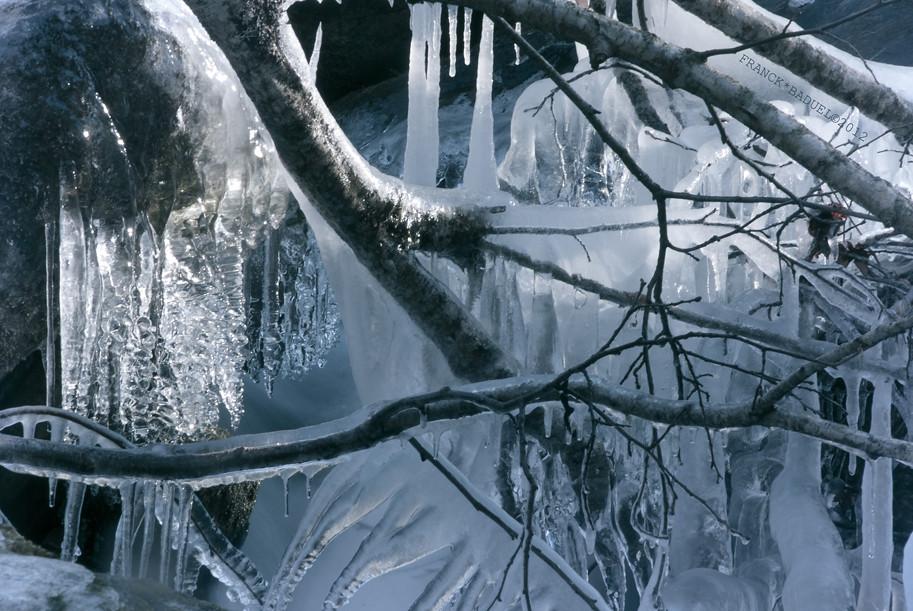 la lumi re l 39 eau et la glace l 39 eau glaciale du torrent emp flickr. Black Bedroom Furniture Sets. Home Design Ideas