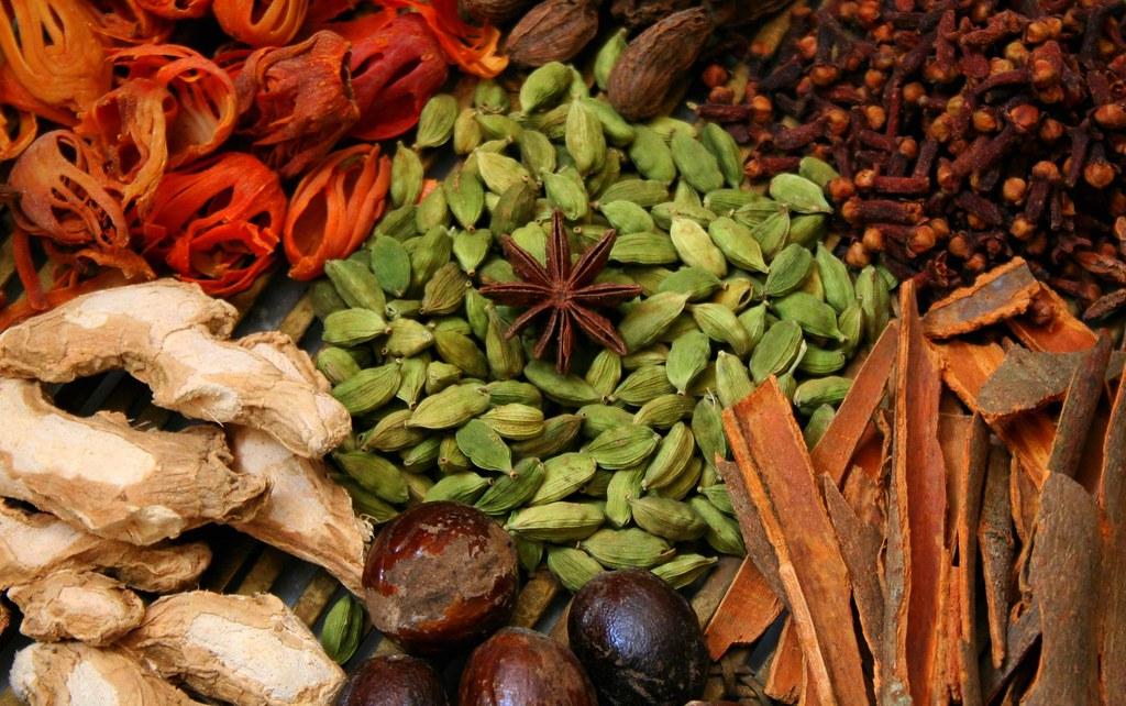 ingredients for garam masala cardamom cinnamon clove