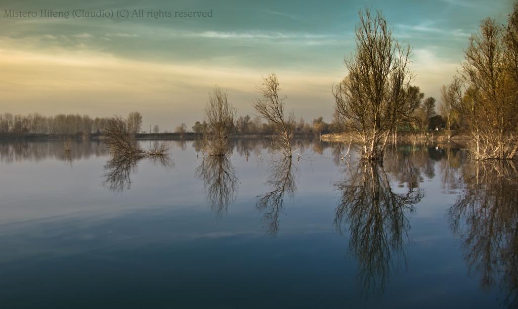 Specchio se capovolgi il mondo lo specchio ti riflette - Lo specchio ti riflette testo ...