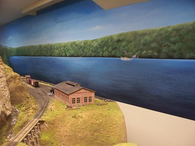 Model railroad backdrop mural mural surrounding a model - Model railroad backdrops ...