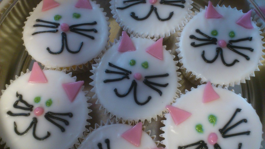 cat cupcakes | Vanilla sponge | cakesbysallybath | Flickr