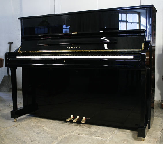 A yamaha u1 upright piano with a black case and polyester for Piano u1 yamaha price