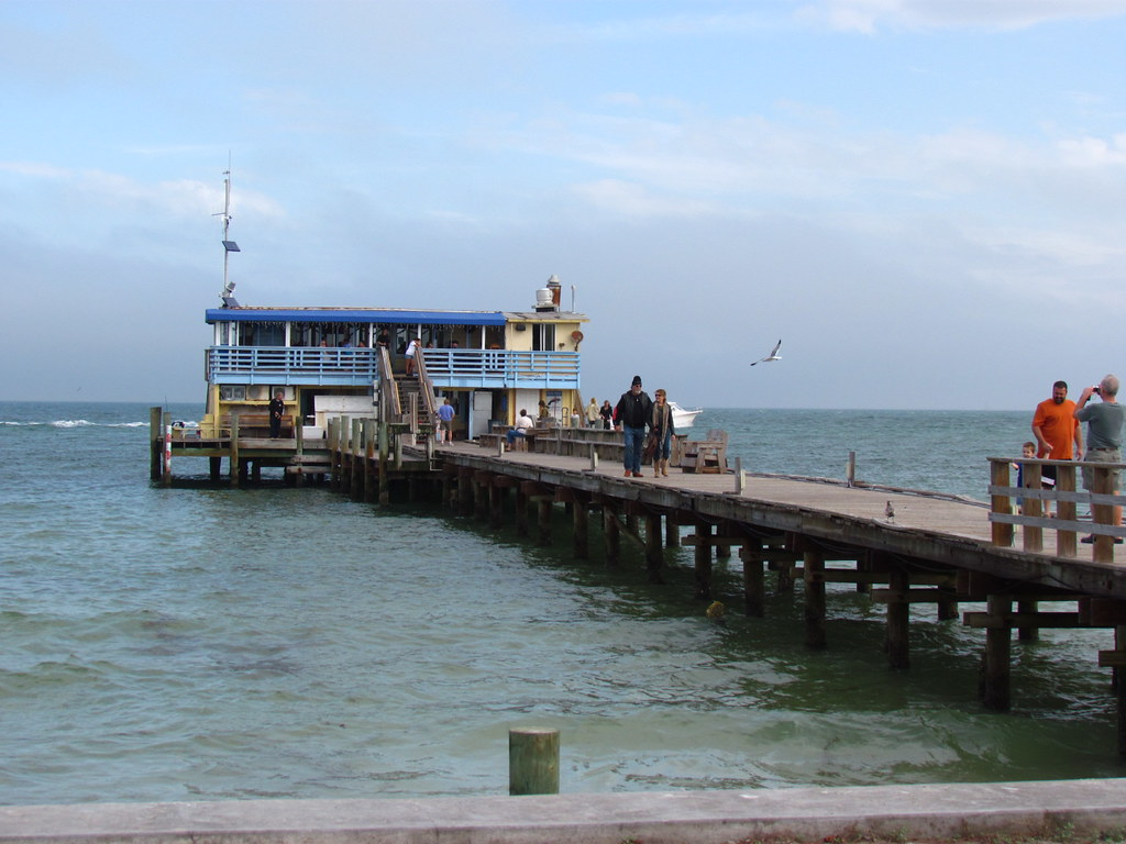 Rod and reel fishing pier anna maria island florida for Anna maria island fishing