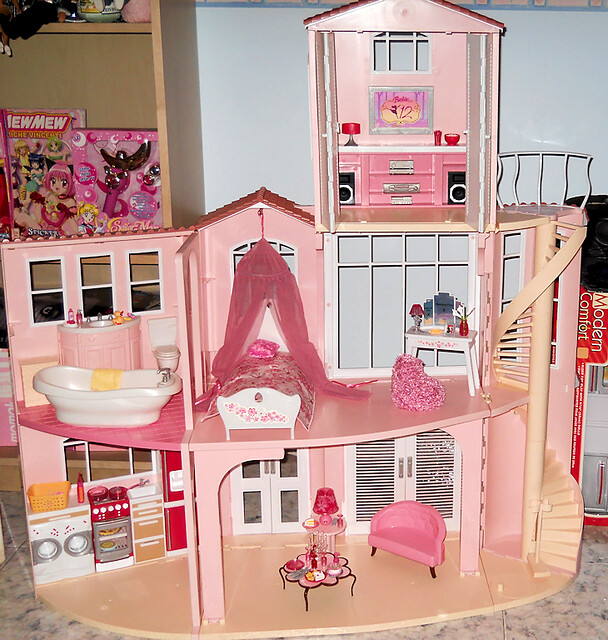 Barbie dream house flickr photo sharing for Dream house days furniture