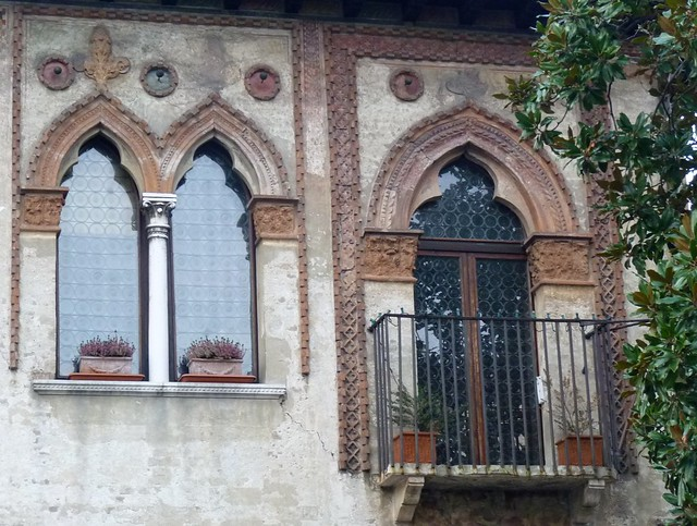 Treviso bifora e balcone medievale flickr photo sharing - Finestra a due archi ...