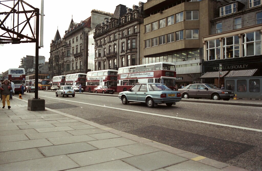 Edinburgh Princes Street April 1987 A87 Ng An Austin