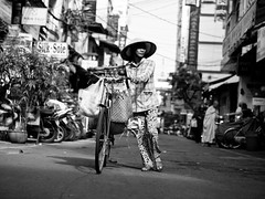 Those who love their vehicles push them, Dien Bien Phu - Ho Chi Minh City